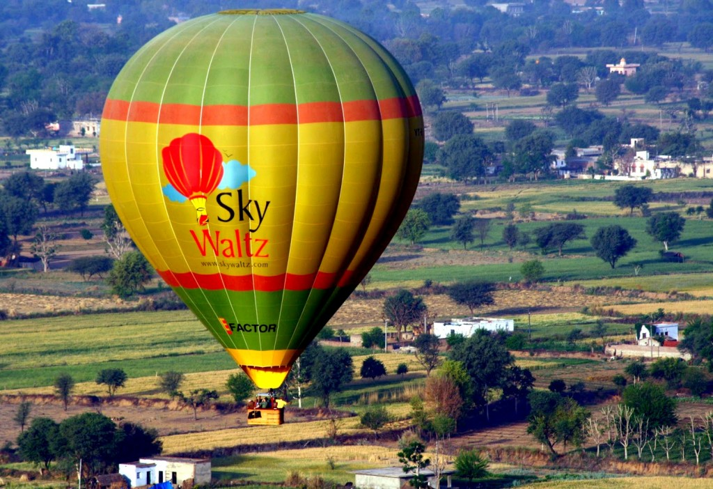 Hot Air Ballooning in Jaipur Image Credits: magicalbeautyaround.blogspot.in