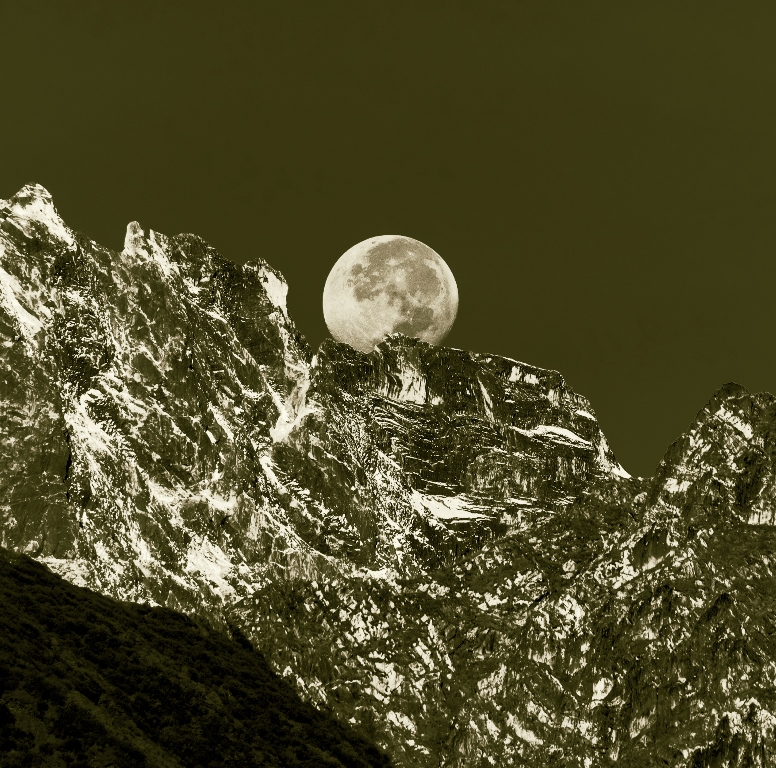 Moon rising over the Himalayas - mesmerising!