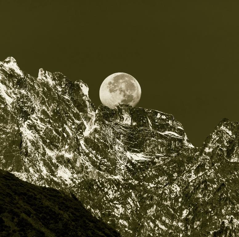 Moon rising over the Himalayas - mesmerising!