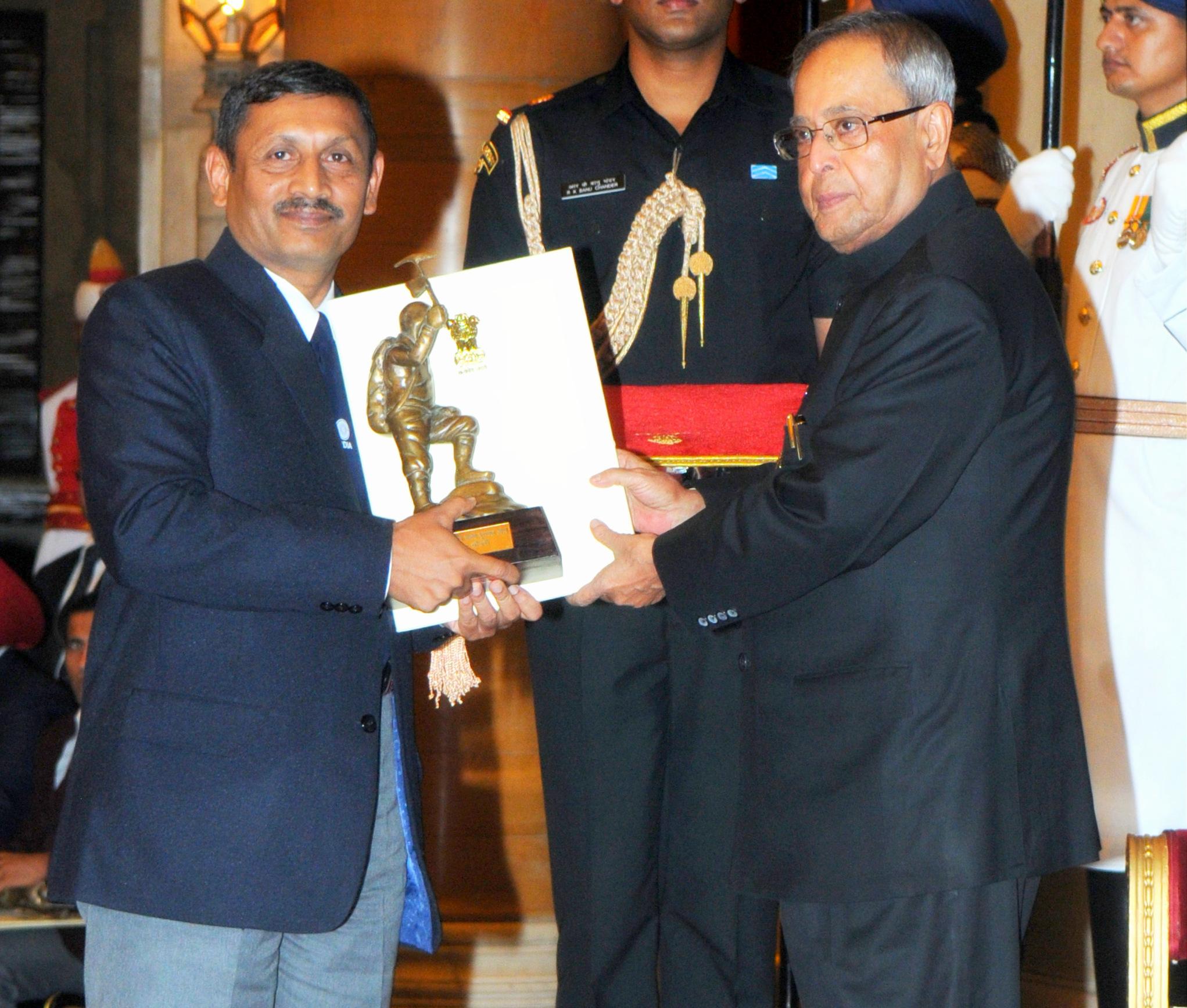 The President, Shri Pranab Mukherjee presenting the Tenzing Norgay National Adventure Award for the year-2013 to Wg. Cdr.(Retd.) Amit Chowdhury for Lifetime Achievement, in a glittering ceremony, at Rashtrapati Bhavan