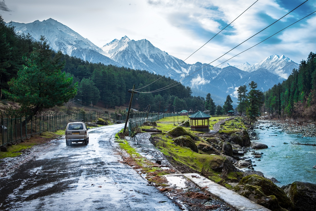 A drive through heaven on earth - Kashmir