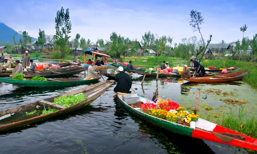 Mobile market on the Dal Lake in Srinagar