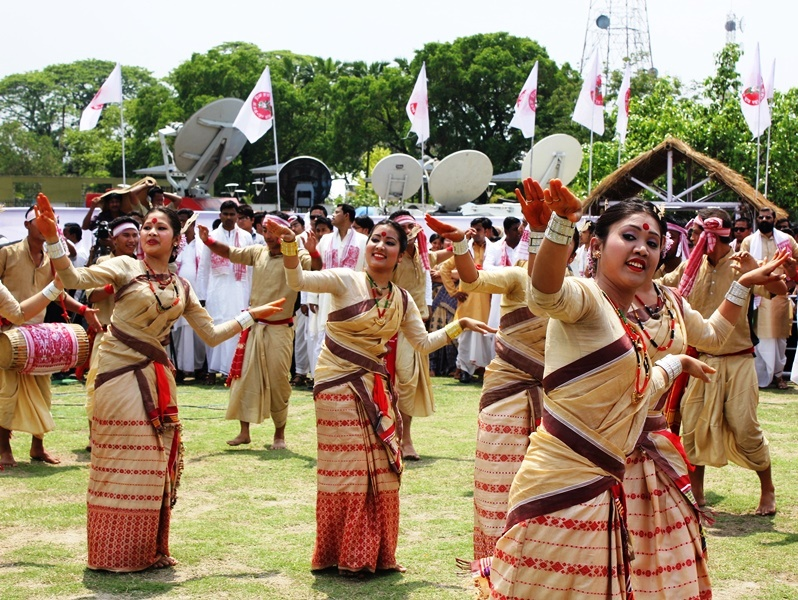 mukuli_bihu_dance_performance_at_guwahati_assam