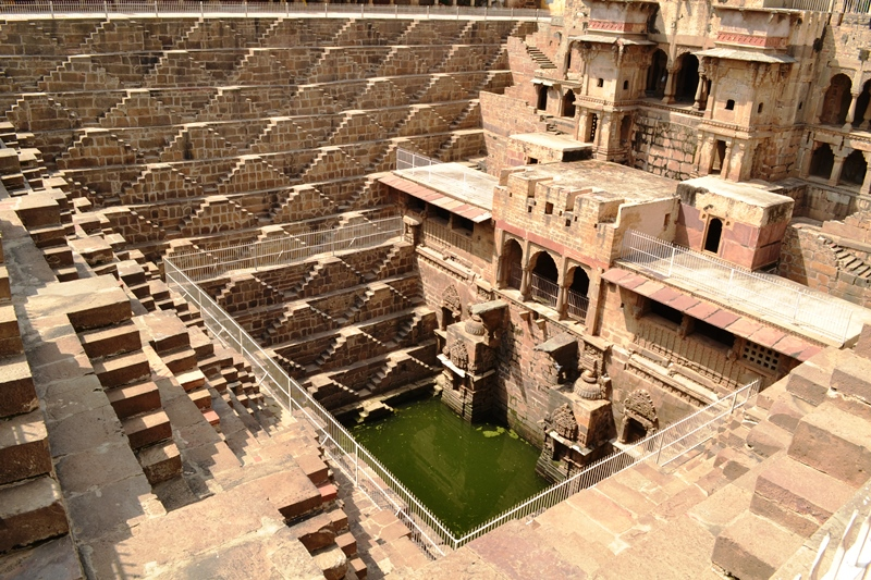 chand_baori_step-well_at_abhaneri