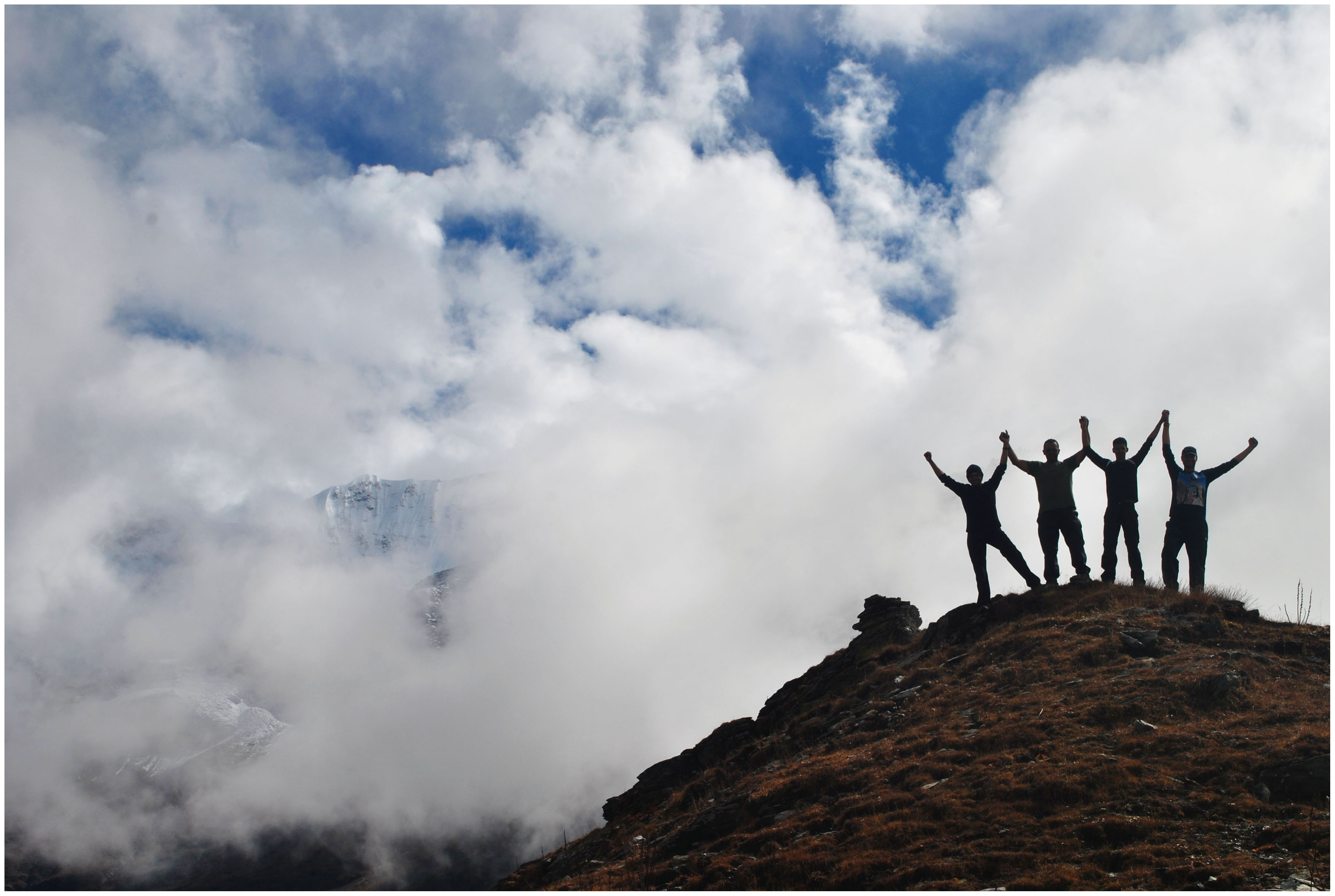 Visit Roopkund with your friends, make a lifetime's worth of memories