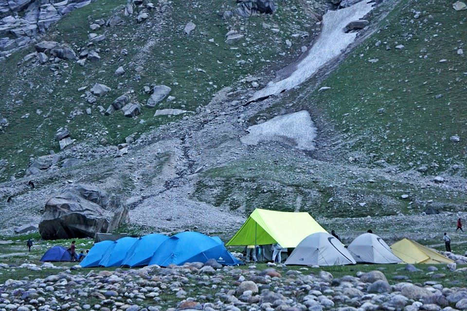 Hampta Pass Trek is one with a vast difference in landscapes throughout the trek