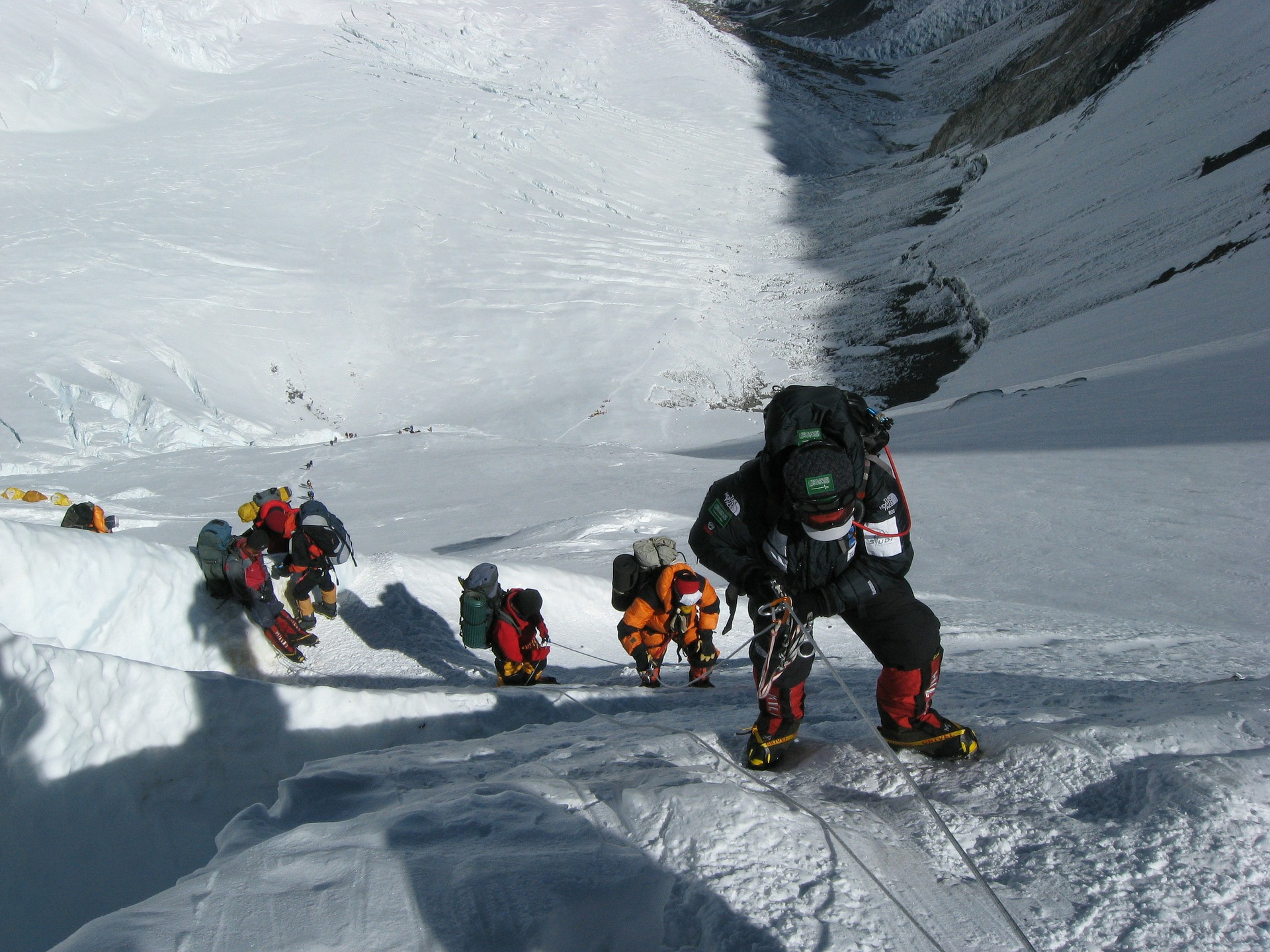 mount-everest-climbing