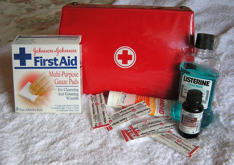 first-aid-2553789_960_720