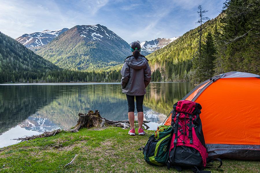 shutterstock_325001009-camping